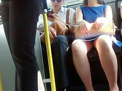 Upskirt flash in bus (awesome woman)