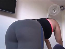 Big Booty Latina in Yoga Pants
