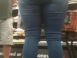 Sexy Latina VPLs tease in tight Jeans